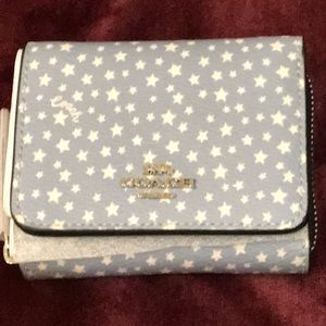 🆕 NWT Coach small trifold wallet - ditsy ⭐️ print